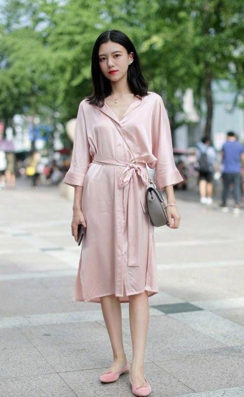 身穿女性出镜的女人们,不缺少睡衣的情趣,照魅力搜手机淘宝安卓图片