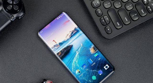 <b>快要达到真全面屏手机了!三款国产最美全面屏手机</b>