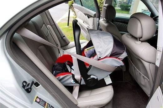 还有安全带接口的儿童安全座椅, 比较麻烦的就是监护人要认真学习