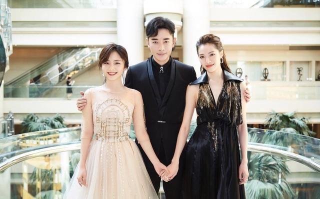 谭松韵罗晋代表《八月未央》走红毯,两位女主