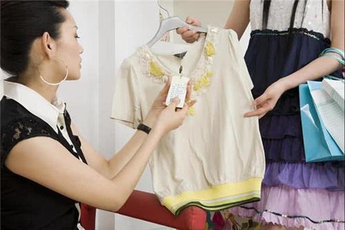 女人靓丽网|女人买衣服时,一定不要说这3句话,不然会被坑!女网友:都中招了