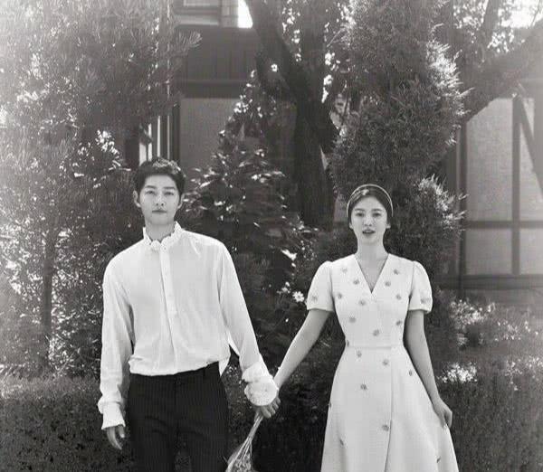 宋仲基和宋慧乔正式离婚,最后一张合照也删了,双方各走各路!