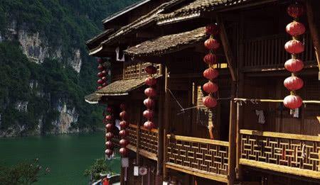 <b>这个小镇在绝壁上矗立千年后依然完好,欣赏古文化吧!</b>