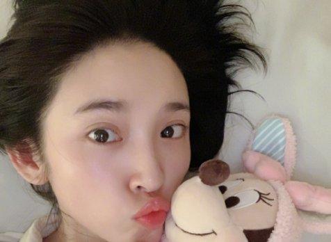 张若昀唐艺昕七夕写真曝光,亲密互动太有爱,网友:甜到掉牙了!