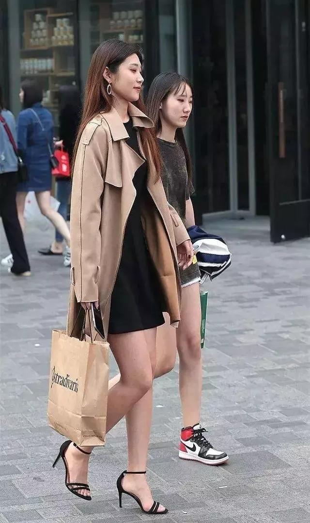 女性搭配高跟鞋,让自己美锦上添花
