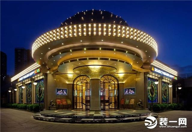 金色与欧式建筑相结合,非常大方,豪华气派.
