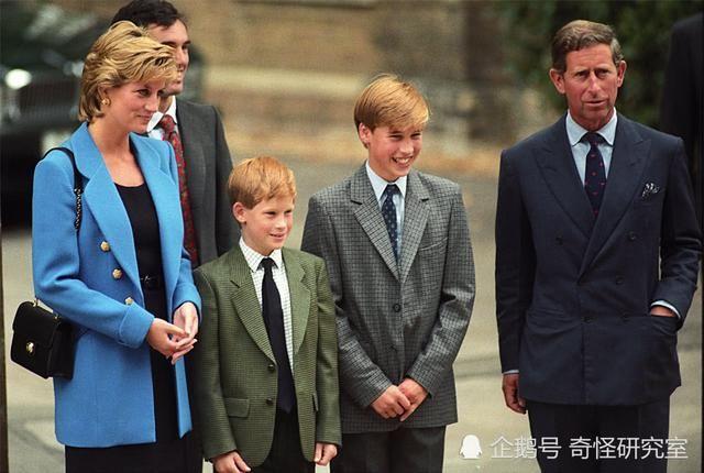 尽管查尔斯王子经常与儿子们在一起,但自从20多年前戴安娜王妃去世后