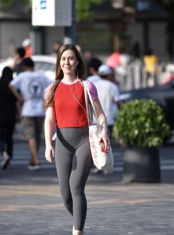 女人靓丽网|滚动:色彩好看的打底裤,演绎不一样的女人味,时尚指数飙升!