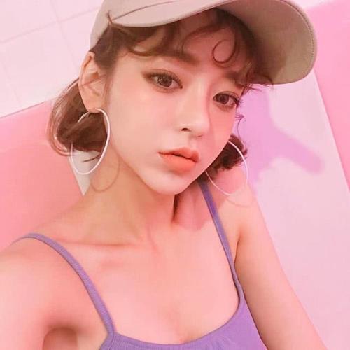 ins性感+野性女生头像,白色棒球帽+夸张耳环插图(4)