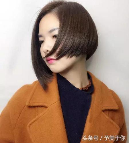 七哥的短发每一款都是经典~不对称设计的沙宣头短发发型挡不住的时尚图片