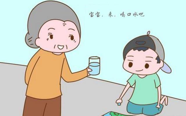 爷爷奶奶天天去幼儿园接娃,却是父母去开家长会,你觉得合理吗?