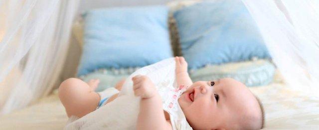 """这些错误做法,会影响宝宝""""脊柱发育"""",严重的会导致长不高"""