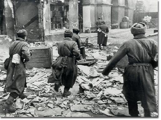 苏联红军在德国_二战德国将此城打造成超级要塞,结果苏联直接用100万人粉碎了它