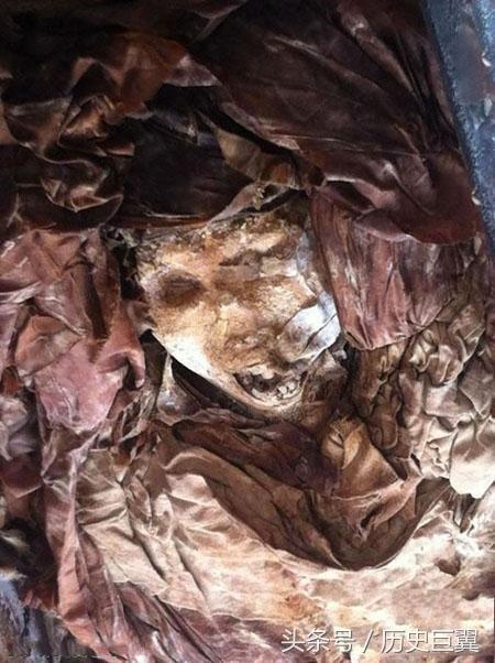 隋朝一棺材上写开棺即死四个大字,旁边还有血迹,众人不敢再动!