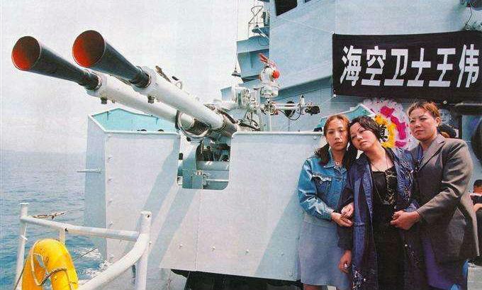 海空卫士王伟 妻子17年来仍等待他回家 如今儿
