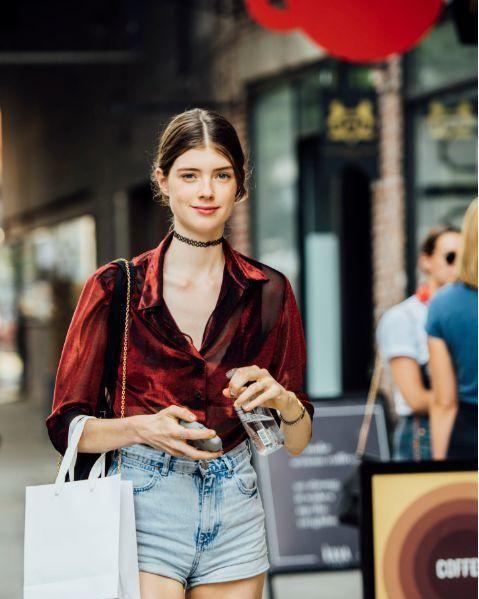 除了牛仔短裤,这个夏末还有很多其他时髦选择!