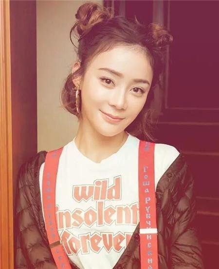 层次感蓬松感的扎发与龙须刘海搭配,有着清甜的少女感, 三十岁的图片
