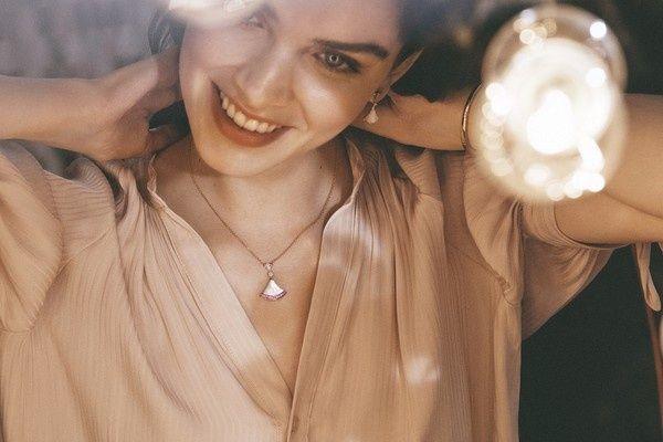 宝格丽推出七夕礼:粉红泡泡珠宝与包款套组,宠她就给她买买买