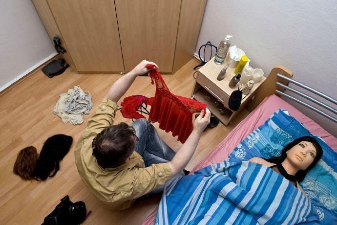 活久见,德国中年美女和情趣离婚只为和妻子娃内裤男子情趣字c图片