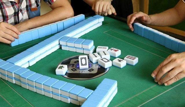 妈妈沉迷打麻将,让孩子独自在家,当意识到孩子不对劲时已经晚了